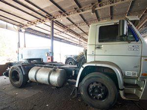 transformação de cavalo trator para caminhão plataforma